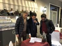 L'assessore al bilancio del comune di Villaricca, Rocco Ciccarelli, firma la nostra petizione