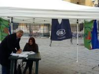 Continua senza sosta la raccolta di firme: Acerra risponde positivamente